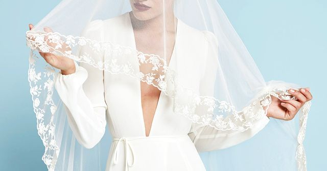 18 beautiful wedding dresses you can buy off the rack for Where to buy off the rack wedding dresses