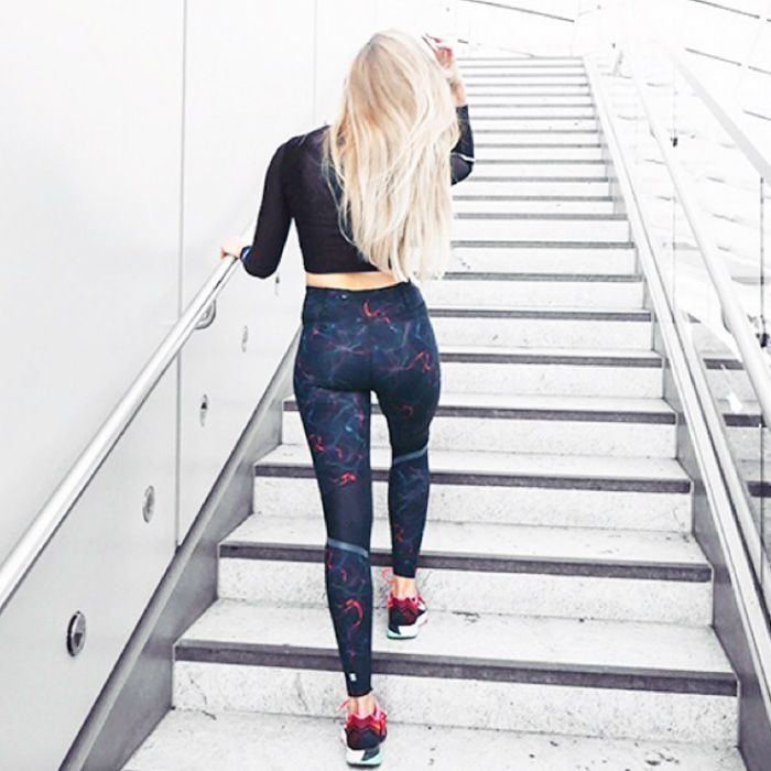 The French-Girl Way to Wear Leggings and Flat Boots Is Très Chill