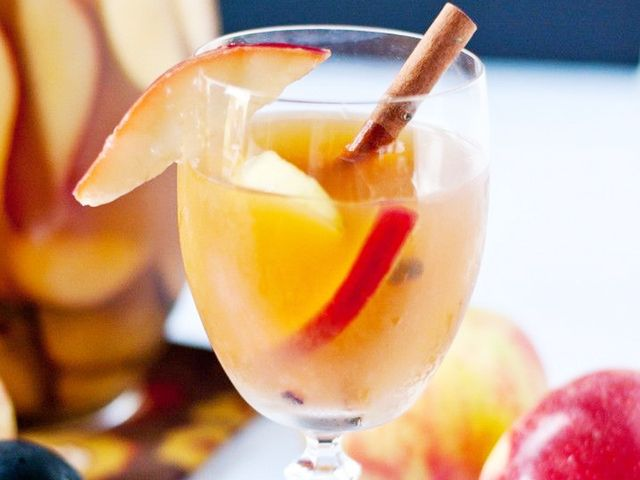 Cinnamon Apple Sangria: A Delicious Treat for Spring