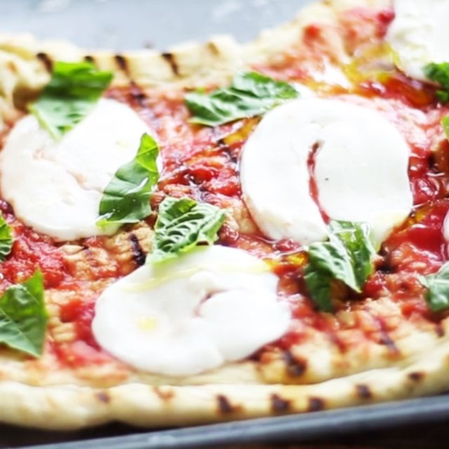 How to Make a Gourmet Grilled Pizza at Home