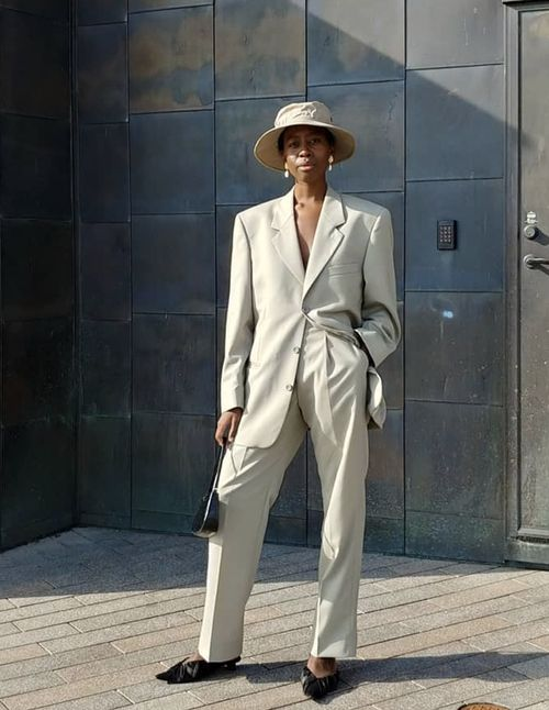 minimalist-outfit-ideas-153451-1541715734447-main.500x0c.jpg (500×646)