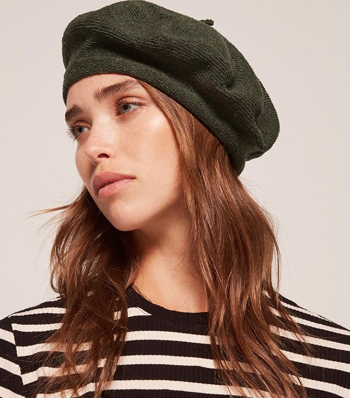 How to Wear a Beret Like a Fashion Girl  23f0d681107