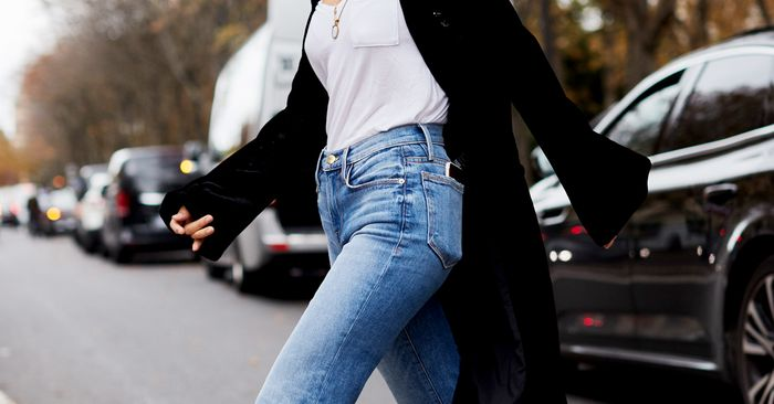 840f56709d 7 Jeans-and-T-Shirt Outfits to Try