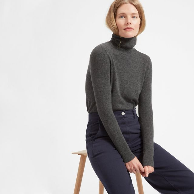 The Cashmere Turtleneck Sweater by Everlane in Charcoal