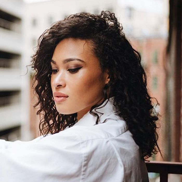 The Best Haircuts For Girls With Extremely Curly Hair Byrdie
