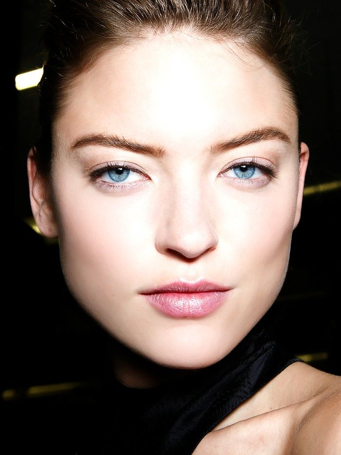 How To Maintain Your Brow Shape Between Appointments Sans Tweezers