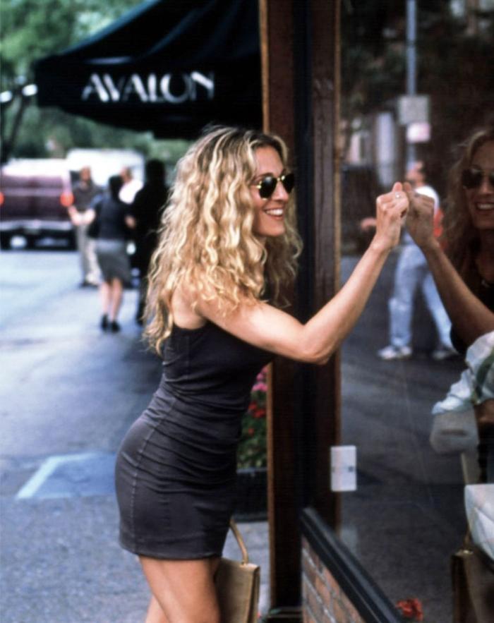11 Times Carrie Bradshaw Made Curls Look Good Byrdie