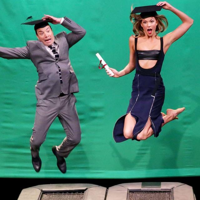 Watch Karlie Kloss Teach Jimmy Fallon How to Do a Vogue Shoot