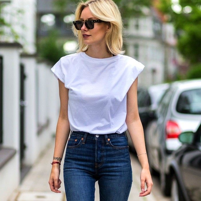 f8391d9aab260 A Killer White Tee and Jeans Look to Try Now