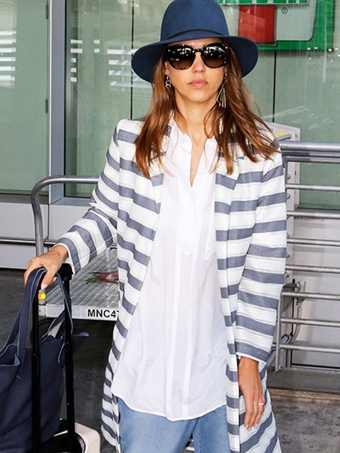 95cef057a7a59 Jessica Alba S Boyfriend Jeans Look Particularly Fy For Travel