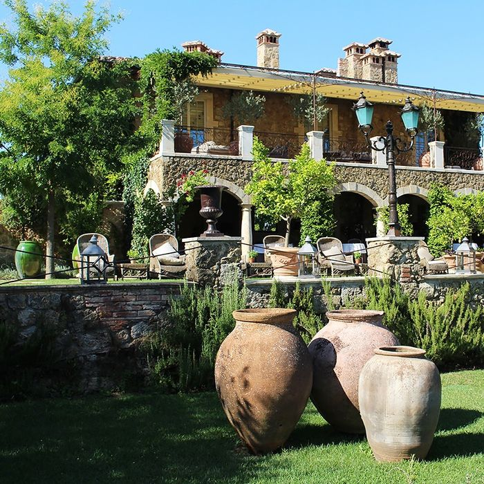 This Tuscan-Inspired Home and Garden Will Make All Your Italian ...