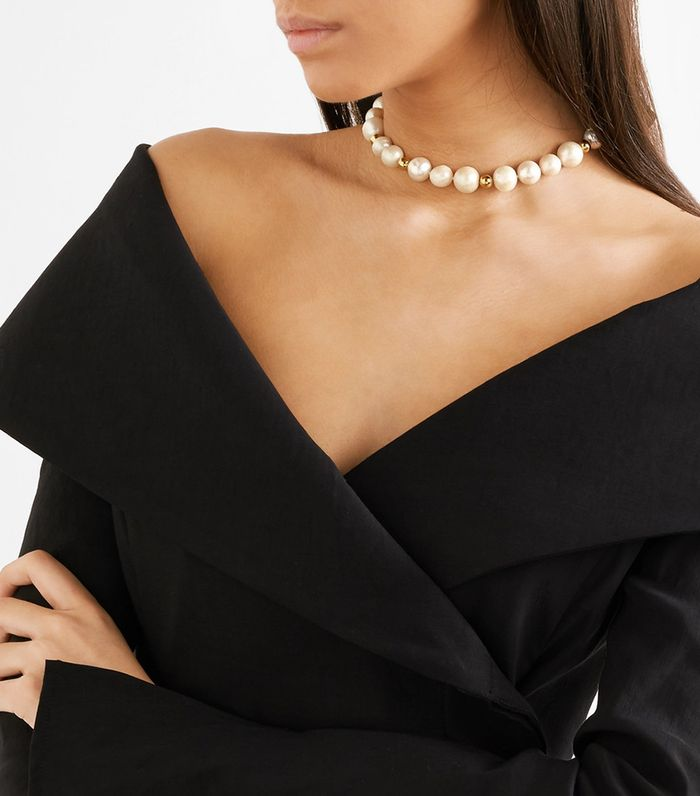 These Off The Shoulder Tops Look Great With Chokers Who