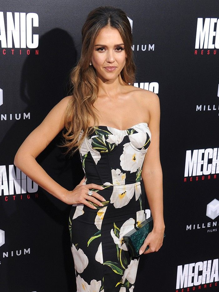 682e54cc6cc4 Jessica Alba Shows Us How to Pull off Floral Print for Black Tie ...