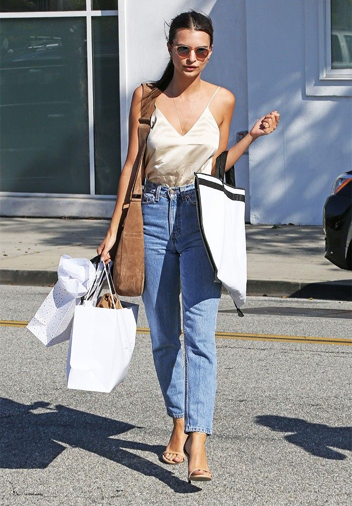 3b036eb0e6 The Outfit Formulas Emily Ratajkowski Wears on Repeat