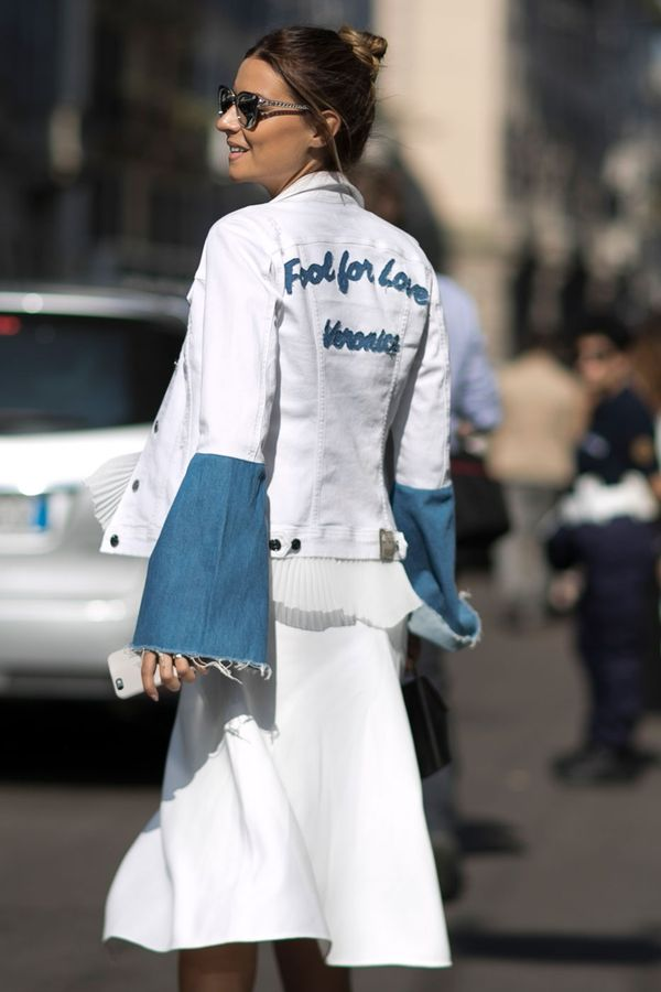 <p>Wear an all-white outfit with pops of denim.</p>