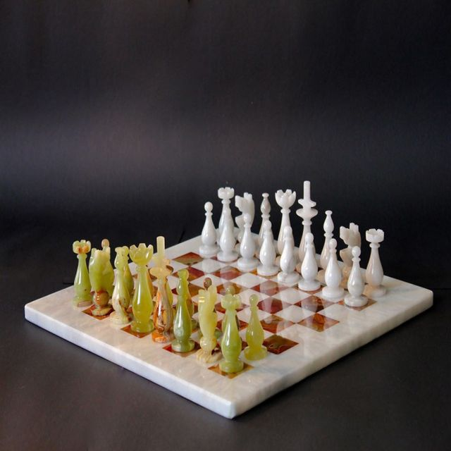 Marble & Ceramic Corp Marble Chess White & Green Onyx