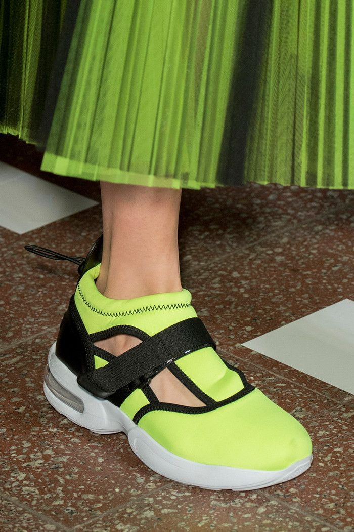 The Ugly Chic Shoes We Ll All Wear In 2017 Who What Wear