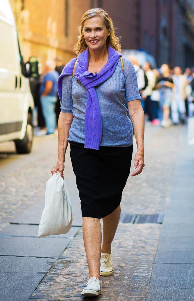 timeless pencil-skirt outfits: Lauren Hutton