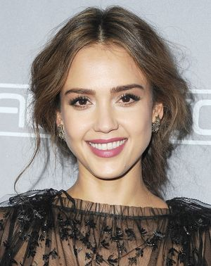 Jessica Alba's Entire Morning Beauty Routine, Revealed