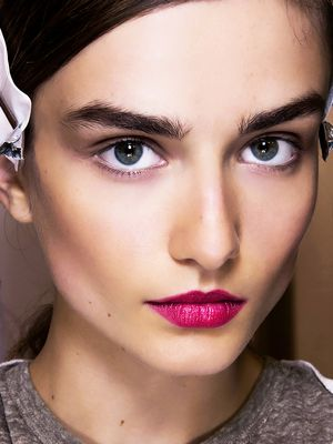 How to Make Your Eyebrows Thicker Naturally