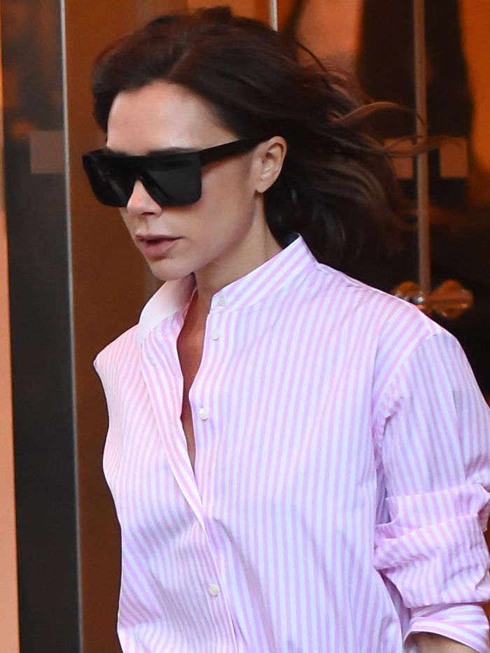 e0346ae4d67 this-is-a-very-rare-victoria-beckham-street-style -look-211218-1481589951-main.700x0c.jpg