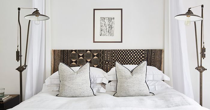 This Is The Key To Decorating With Throw Pilllows MyDomaine Unique Decorate Bed With Pillows