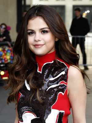 Selena Gomez Just Chopped Off All Her Hair, and It Looks Incredible