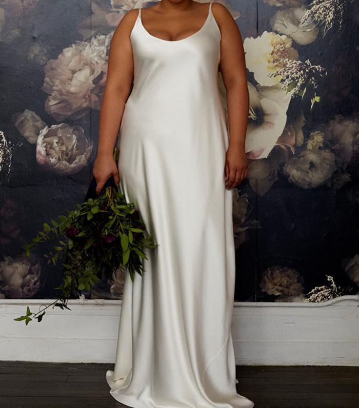 16 Simple Wedding Dresses For A Beach Wedding