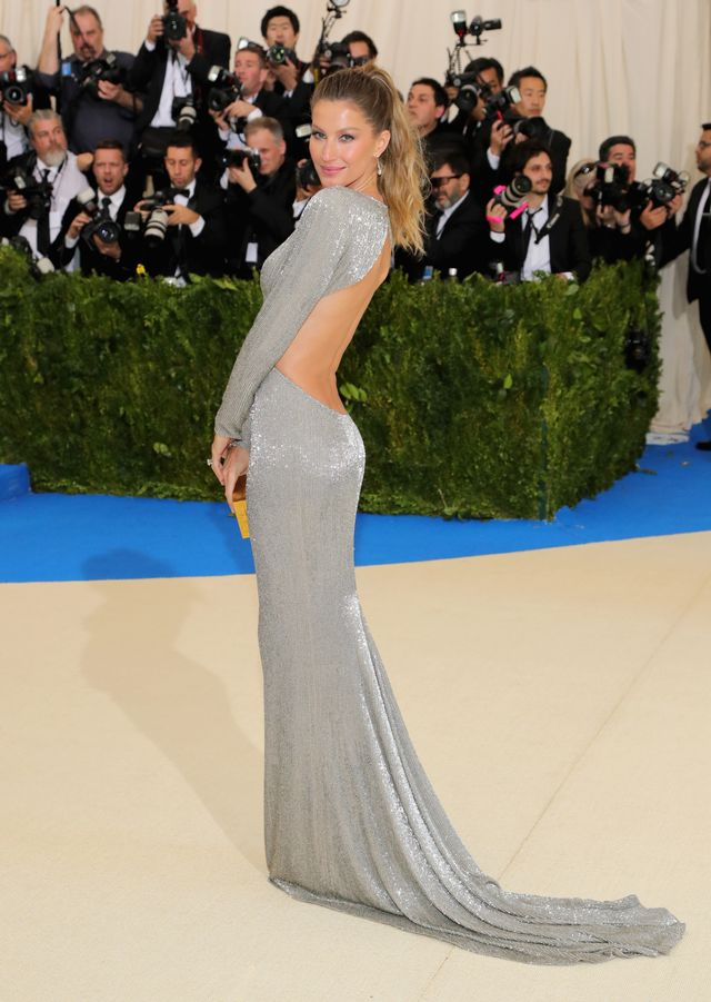 <p><strong>WHO:</strong>Gisele Bundchen</p> <p><strong>WEAR:</strong> Stella McCartney gown.</p>
