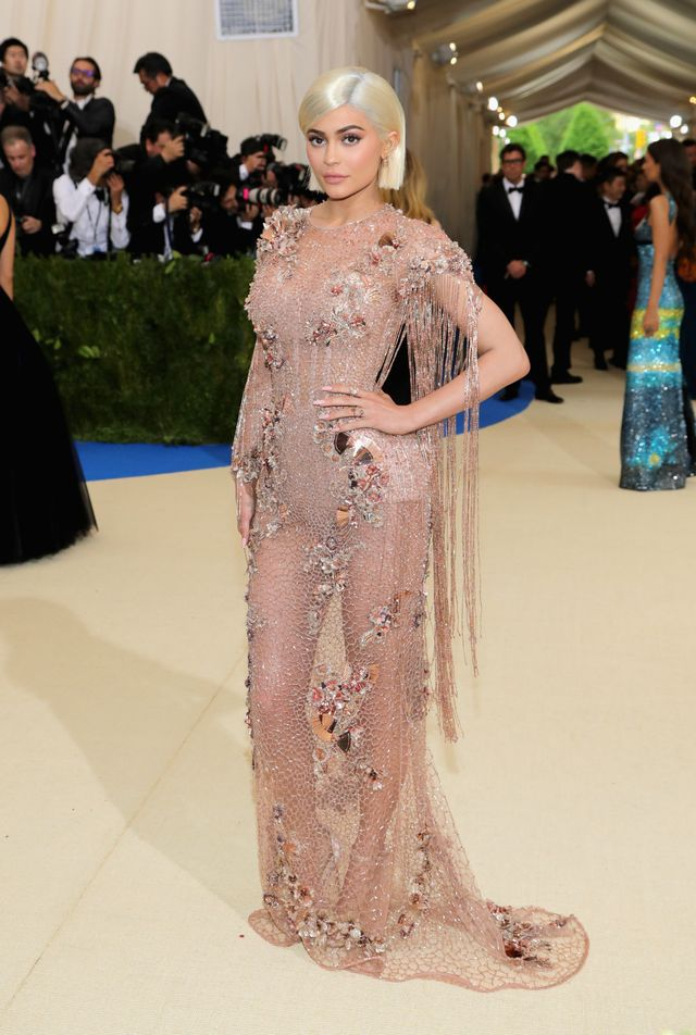 <p><strong>WHO:</strong> Kylie Jenner</p> <p><strong>WEAR:</strong> Versace gown.</p>