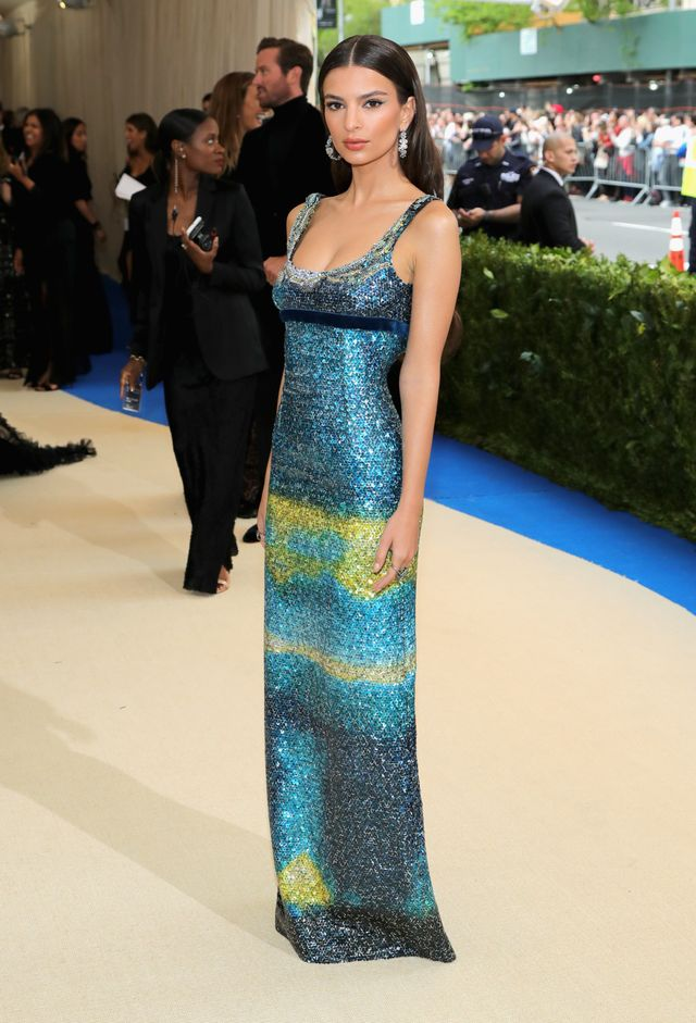 <p><strong>WHO:</strong> Emily Ratajkowski</p> <p><strong>WEAR:</strong>Custom Marc Jacobs turquoise and yellow sequin tank gown with a navy velvet empire waist and navy satin platform...