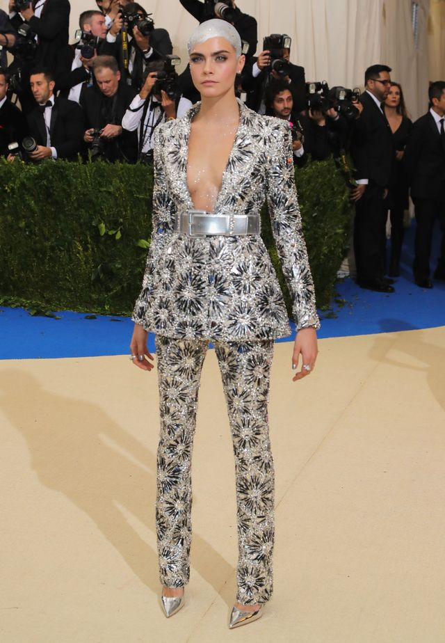 <p><strong>WHO:</strong>Cara Delevingne</p> <p><strong>WEAR:</strong> Chanel</p>