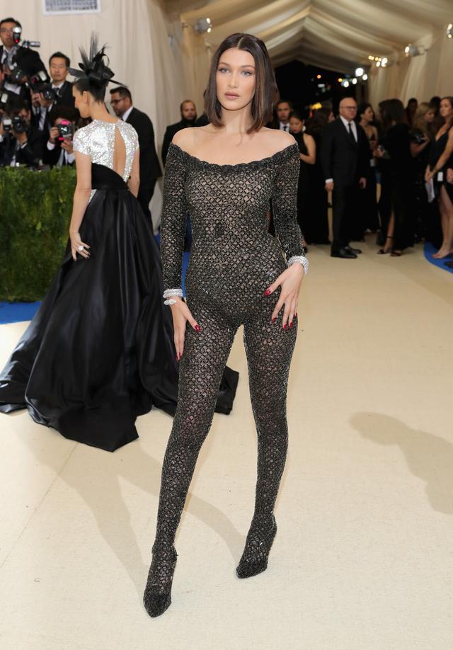 <p><strong>WHO:</strong> Bella Hadid</p> <p><strong>WEAR:</strong> Alexander Wang.</p>