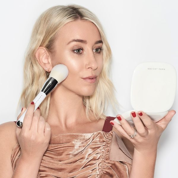 Confirmed: This Is the Best Way to Highlight an Oval Face