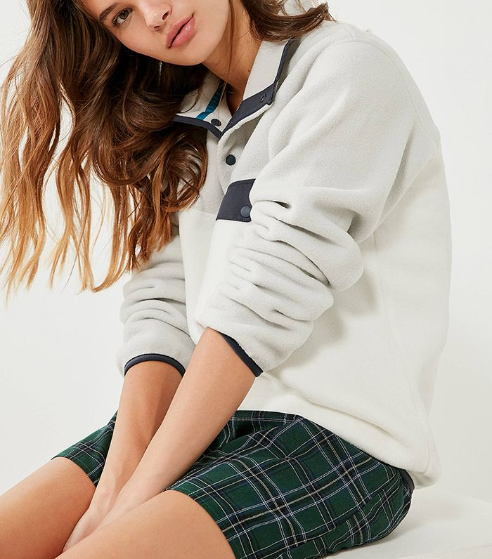 10 Pieces of Clothing Every Girl Should Bring to College