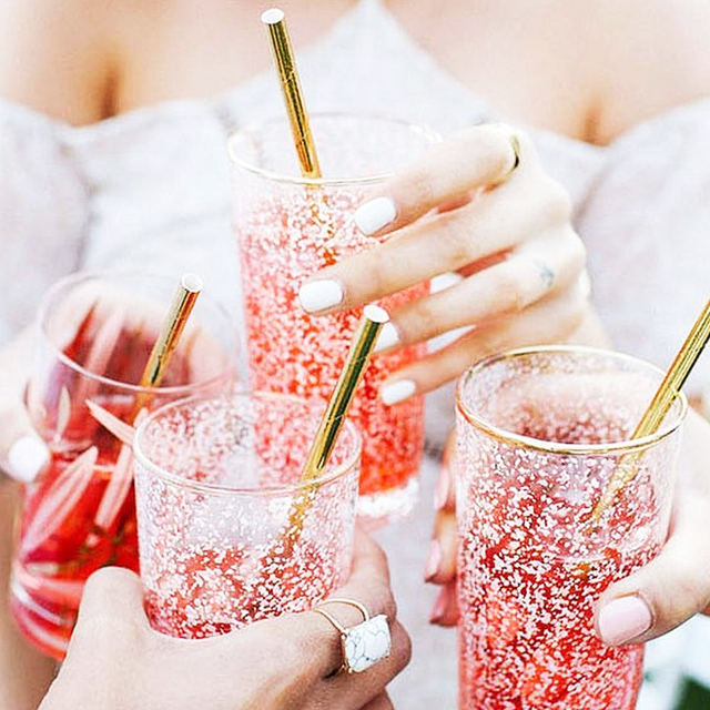 This Is How French Women Are Drinking Rosé Now