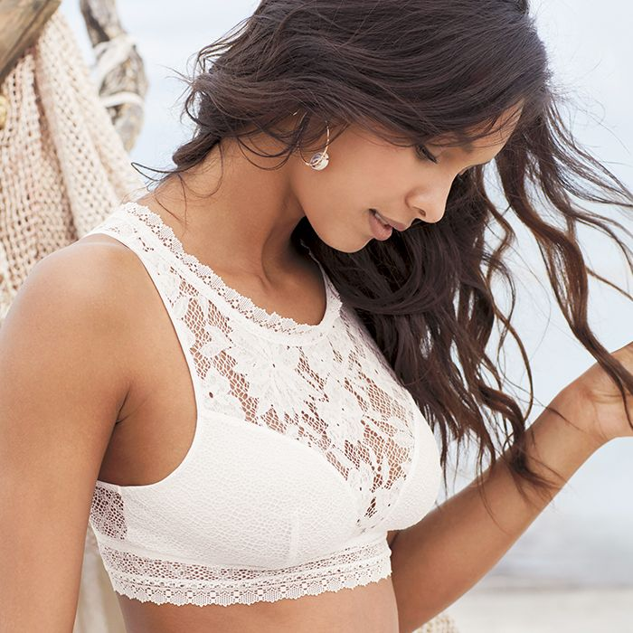 9468736d6018e It s Official  This Bra Trend Just Bit the Dust