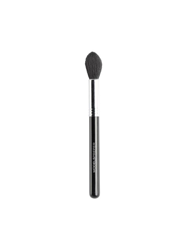Models Prefer Dual Purpose 103 Highlight & Contour Brush