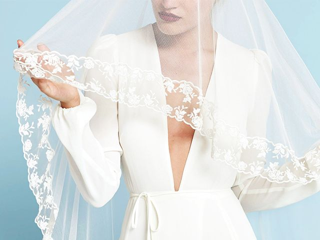 18 beautiful off the rack wedding dresses who what wear 18 beautiful wedding dresses you can buy off the rack junglespirit Choice Image