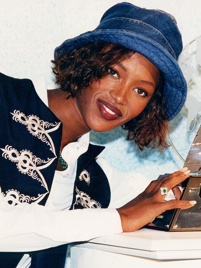 90s fashion: bucket hats