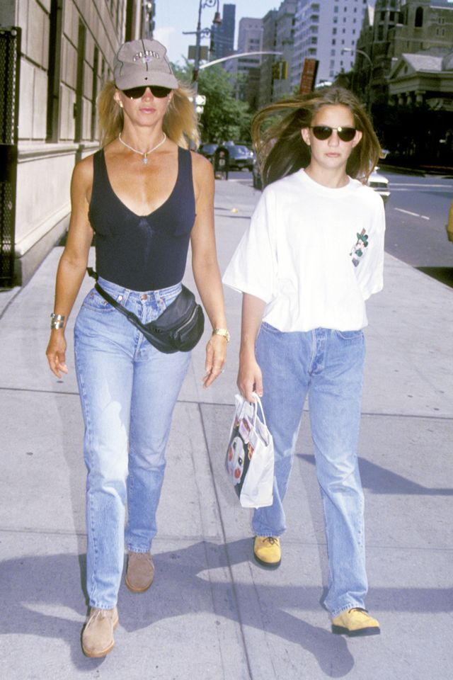 90s fashion: Goldie Hawn wearing a black bodysuit, jeans and a bumbag