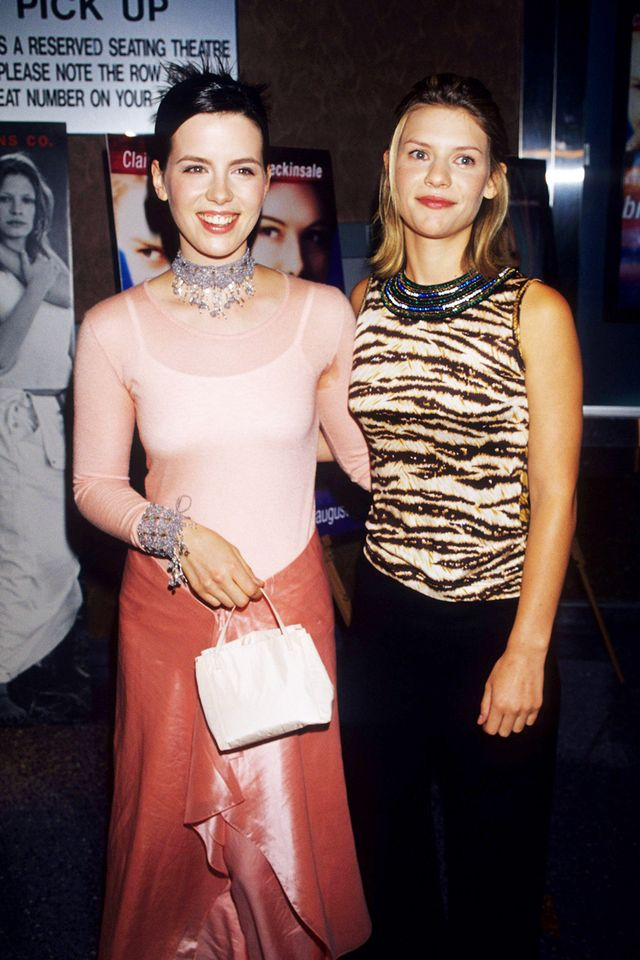 90s fashion: Kate Beckinsale in pink and Clare Danes wearing a tiger print top