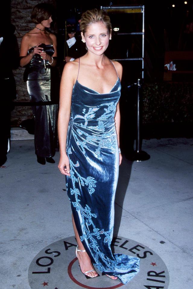 90s fashion: Sarah Michele Geller wearing velvet dress