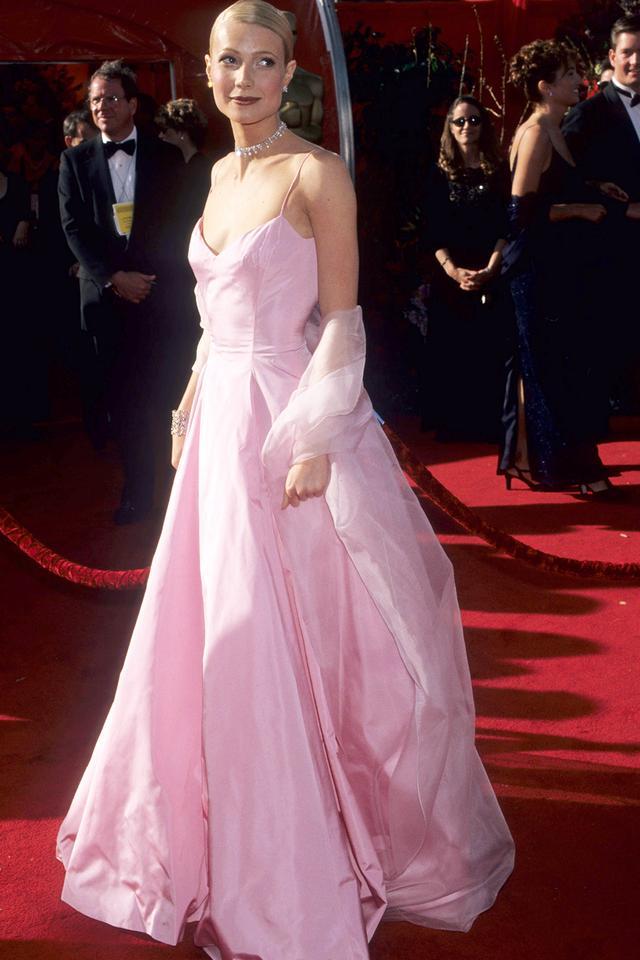 90s fashion: Gwyneth Paltrow wearing pink gown