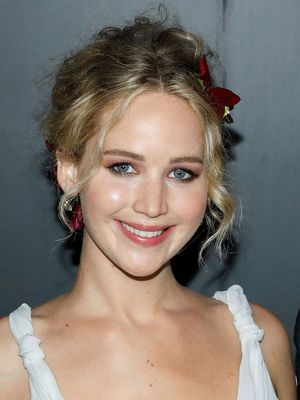 You Have to See Jennifer Lawrence's Insanely Beautiful, Flower-Filled Hairstyle