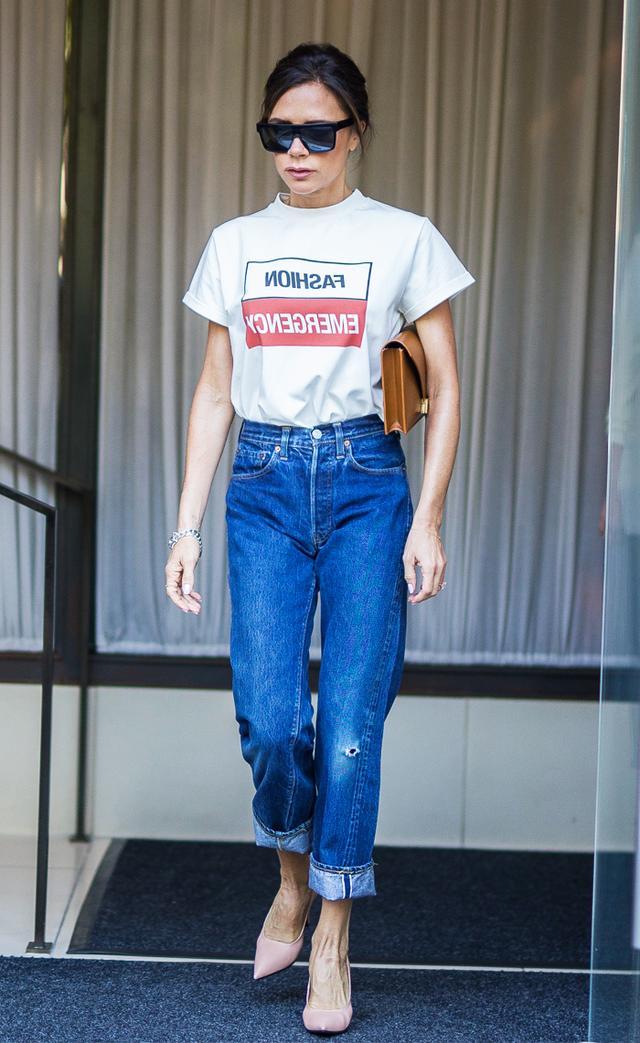 Victoria Beckham jeans and fashion emergency T-Shirt 1f2032b3d