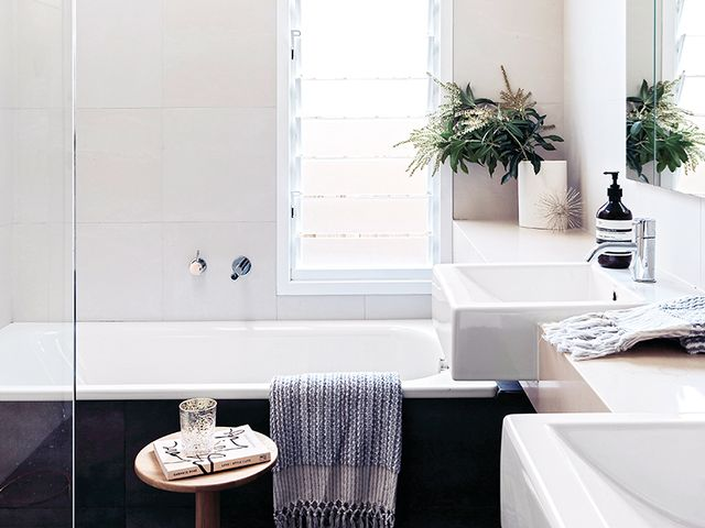 8 Vanities for Small Bathrooms to Make the Most of Your Space ...