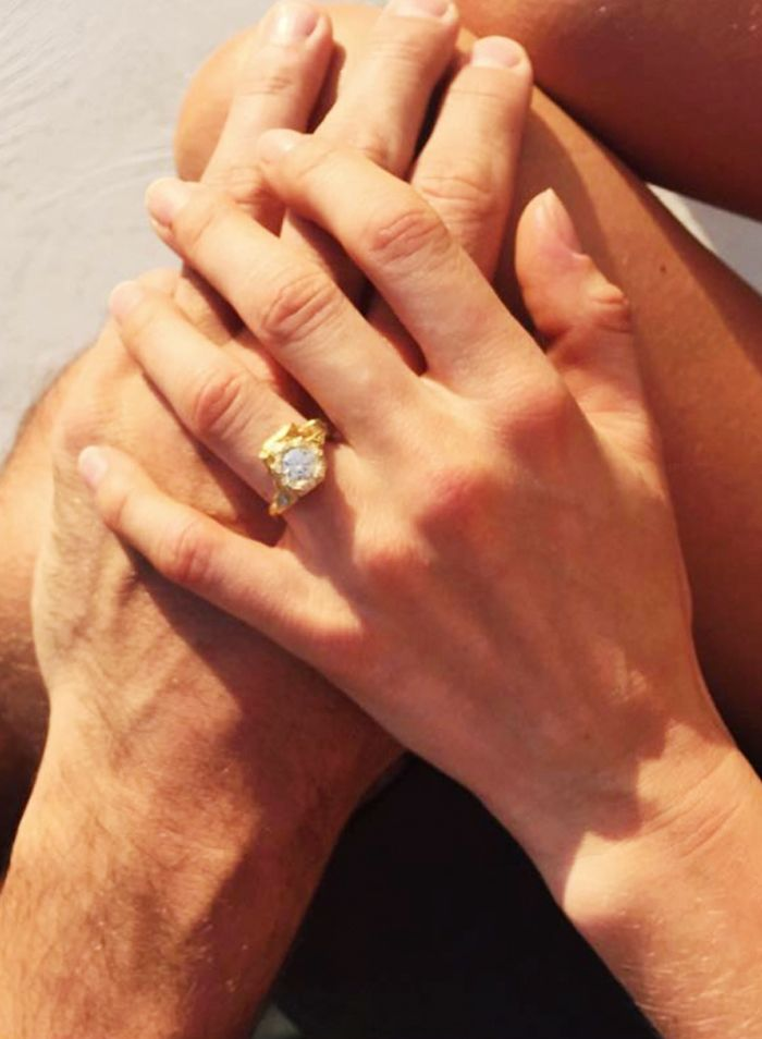 Engagement Ring Selfie Ideas (That Don't Seem Smug) | Who What Wear