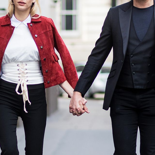 "A Relationship Expert Says This One Thing ""Erodes Intimacy"" Between Couples"