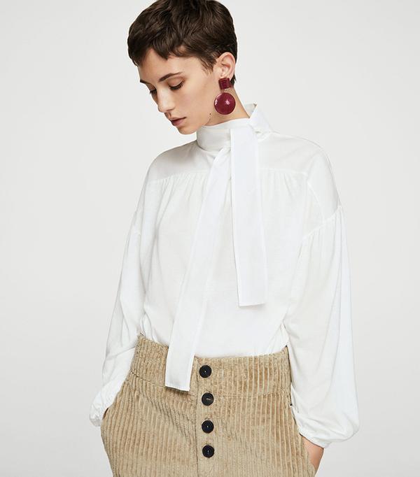 Bow v-neckline t-shirt
